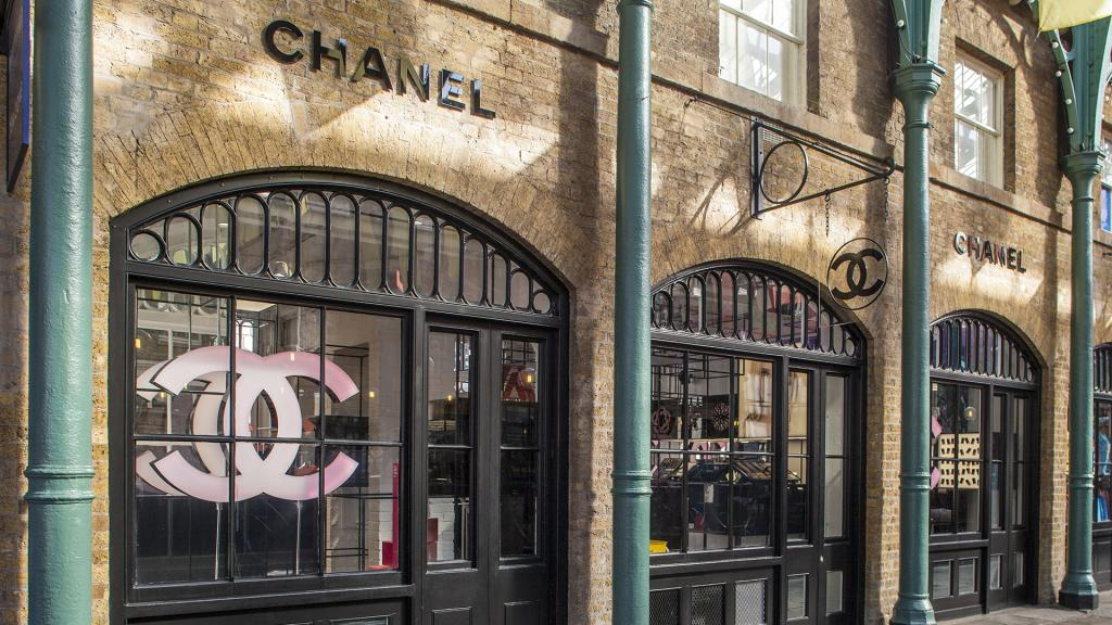 A short tube journey from Olympia London is Covent Garden, a vibrant shopping district