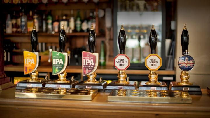 Ideally situated near Olympia London, Albion is a beautiful Victorian pub with plenty of fresh food and real ales.